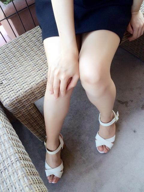 Su.Ra.Ri,スラリ,脚やせ,むくみ,ヒールを履いた女性の生脚