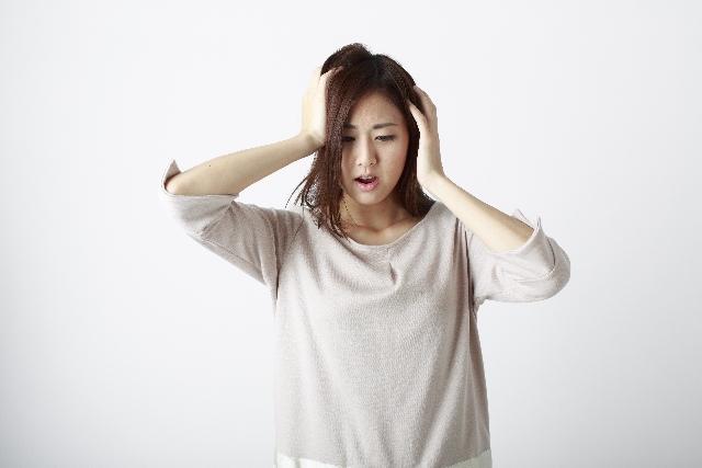 イビサクリーム,Ibiza,デリケートゾーン,黒ずみ,アソコ,頭を抱える女性