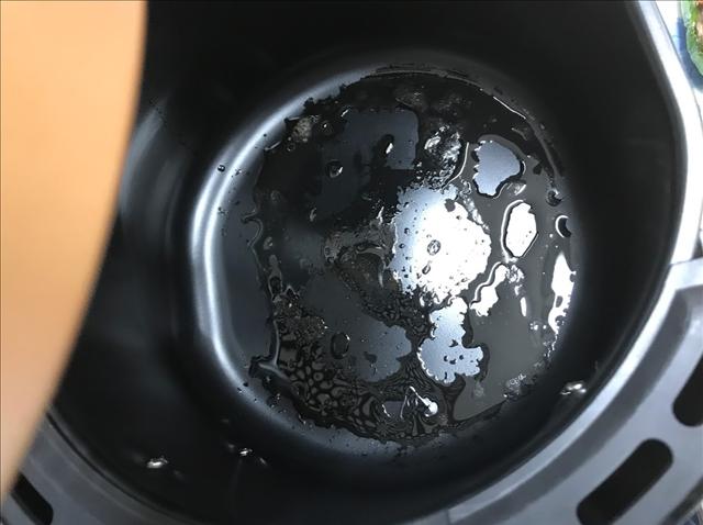 パワーマジックフライヤーに残った余分な油の写真